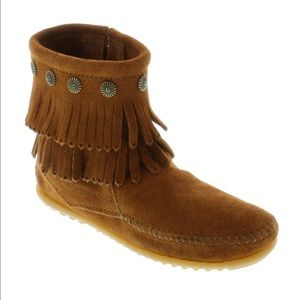 Minnetonka Double Fringe Side Zip Boot Sz- 7.5